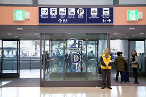 4. Go outside through Entrance D on the second floor from Terminal 1.