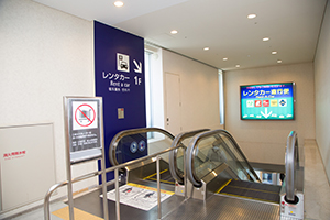 10. Take the escalator down to the first floor. If you have a lot of baggage, use the elevator.