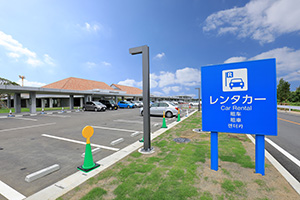 5. [For domestic flights] At Shimojima Airport, you can pick up a rental car directly from the airport parking lot and return it.
